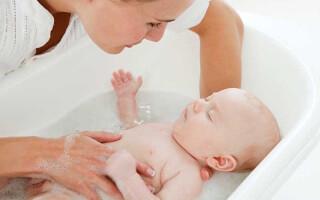 Гигиена новорожденных: умывание, купание и подмывание мальчиков и девочек