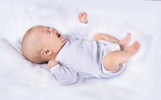 Как избавится от запоров у месячного ребенка при грудном вскармливании?