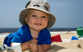 Куда и как поехать отдыхать с грудным ребенком?
