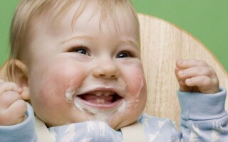 Срыгивание у детей: причины и их устранение