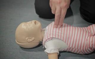 Оказание первой помощи грудному ребенку