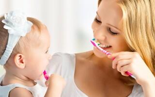 Как чистить зубы младенцу