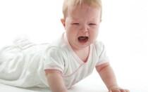 Что делать, если грудничок упал с кровати?
