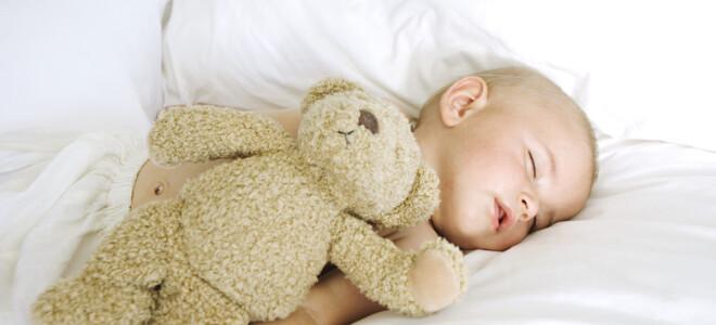 Как научить ребенка спать всю ночь?