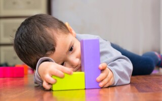 Каковы признаки аутизма у детей до года?