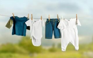 Чем лучше стирать вещи новорожденных деток?