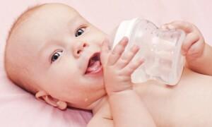 Нужно ли давать воду при грудном вскармливании?
