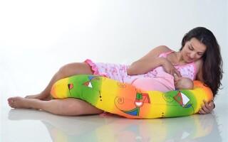 Подушка для беременных и кормящих мам: как выбрать и как с ней спать?