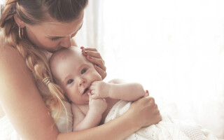 Почему текут слюни у грудного ребенка?